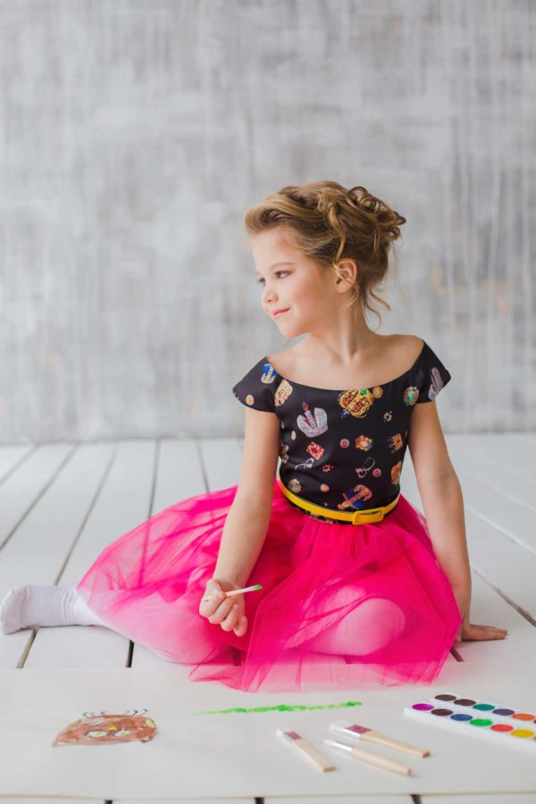 нарядное платье с принтом для девочки