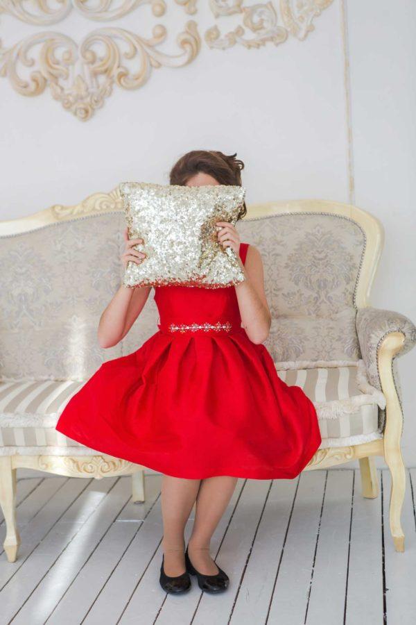 красное платье для девушки