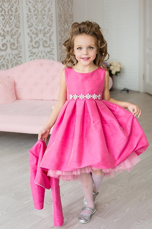 Нарядное розовое платье для девочки
