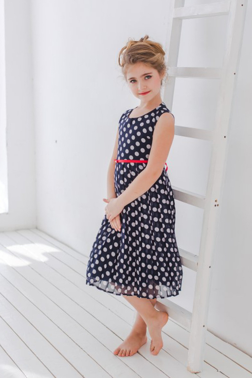 темное платье для девочки в горох