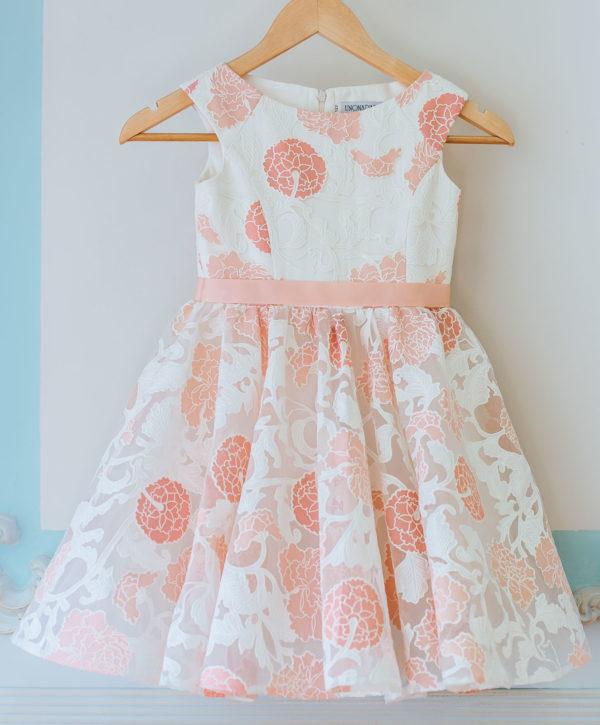 нарядное платье из кружевного полотна