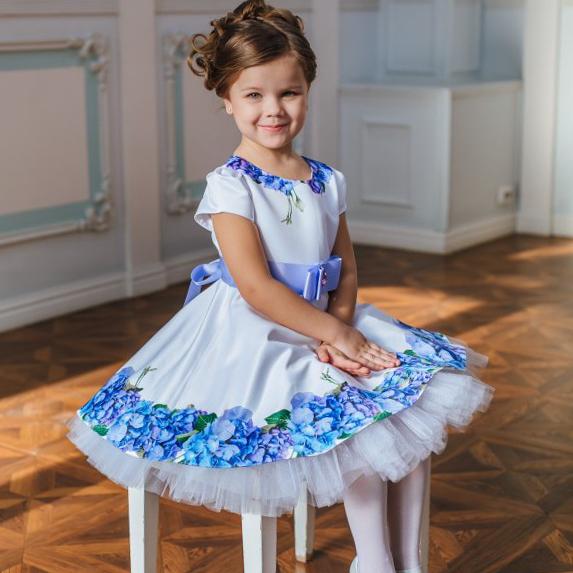 белое платье для девочки с цветочным принтом