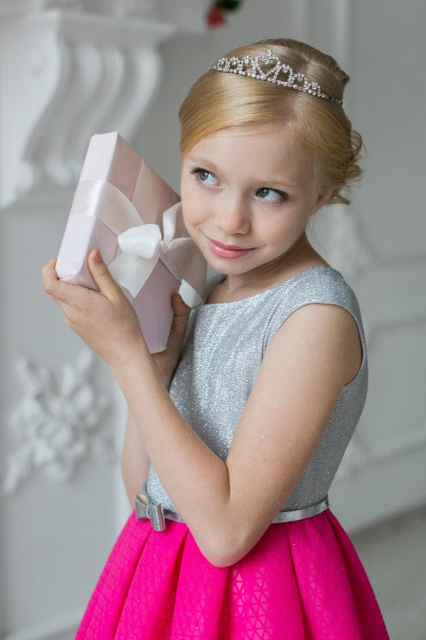 нарядное платье +для девочки 5 6 7 8 лет