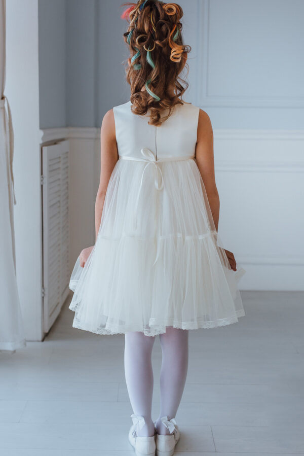 белое воздушное платье для девочки с кружевом и сеткой
