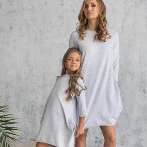 короткое трикотажное платье с зауженным низом для мамы и дочки