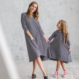 Платье трикотажное свободного силуэта в полоску для мамы и дочки