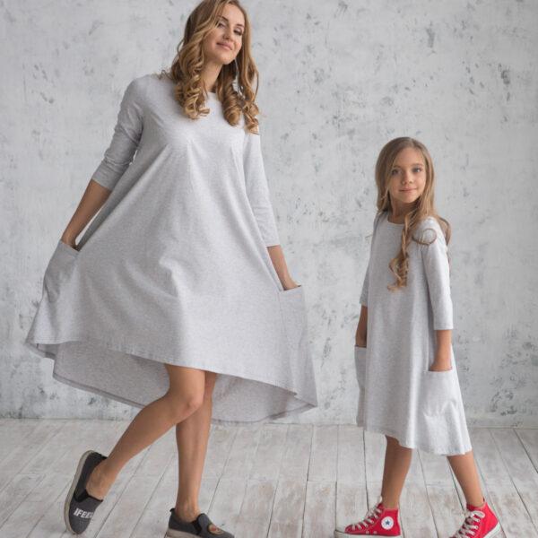 Платье трикотажное свободного силуэта серое для мамы и дочки