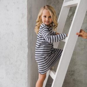 Детское трикотажное платье в полоску