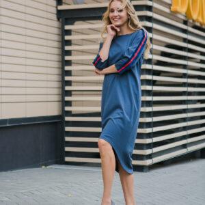 Женское трикотажное платье в спортивном стиле
