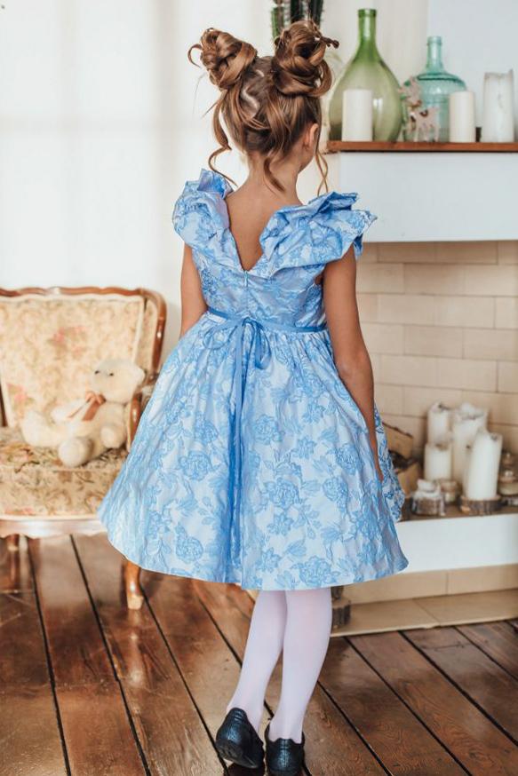 нарядное платье для девочки из голубого жаккарда