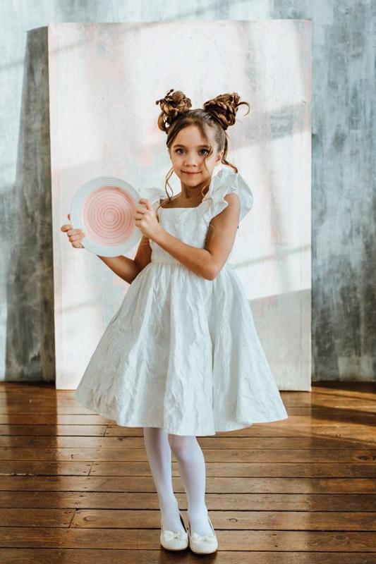 белое нарядное платье для девочки из молочного жаккарда