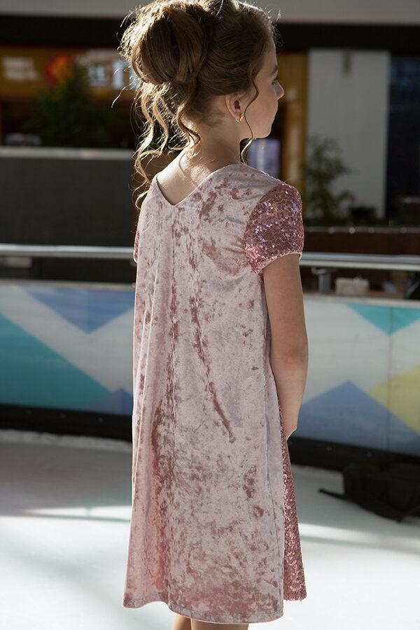 бархатное платье для девочки А-силуэта с пайетками пудра