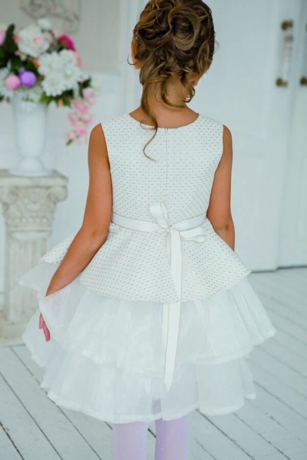 пышное платье для девочки с фигурной баской белое молочное