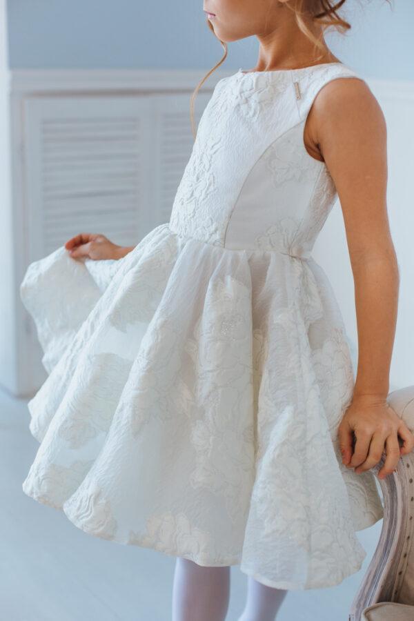 белое нарядное платье для девочки из молочного жаккарда с пышной юбкой Полет