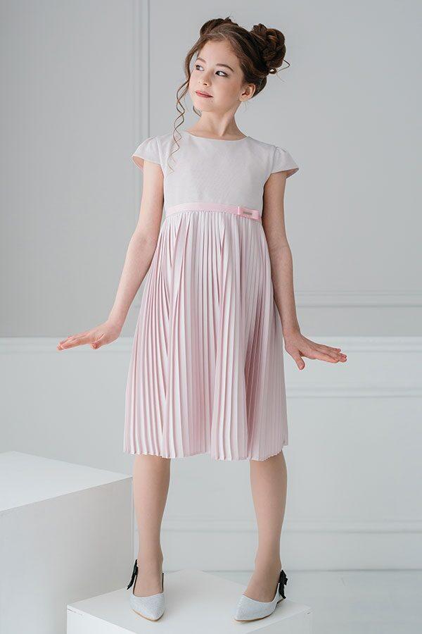 нарядное платье цвета пудры +для подростка с плиссированной юбкой и чешуйчатым верхом