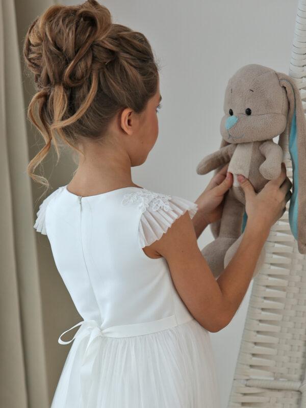 белое бальное платье для девочки с цветком