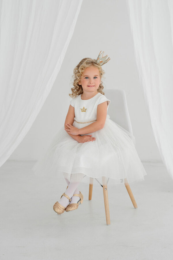 белое платье для малышки с пышной юбкой и коротким рукавом