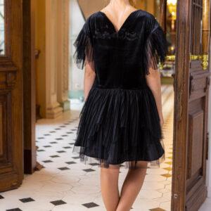 нарядное блестящее трикотажное платье для девочки подростка
